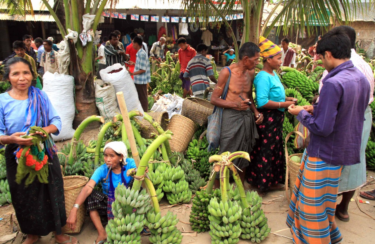 Local people at the market - Photo courtesy of the author