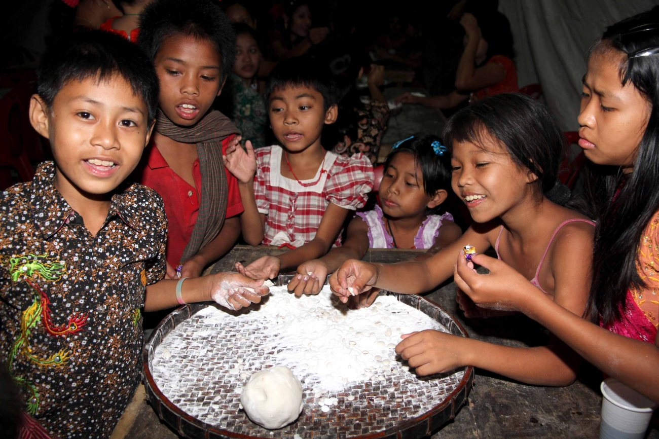 Young children stay up all night to prepare cakes for the day's festivities - Photo courtesy of the author