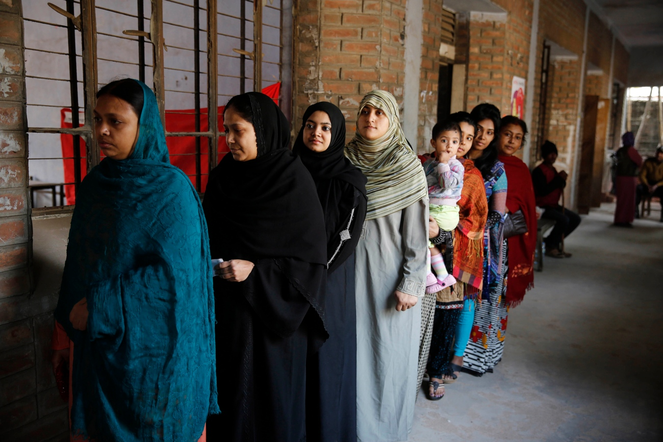 Women in Bangladesh line up to vote - Google Images
