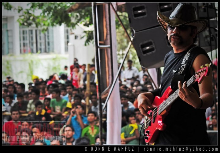 Bangladeshi Rockers copy Western Rock n Roll stars in terms of customs and presentation (Photo-Ronnie Mahfuz)