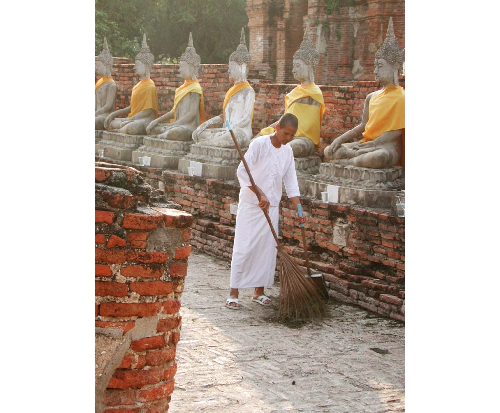Mae Chi are also known as Buddhist nuns. Mae Chi are  not valued as high as the Bhikkhu (male monks). Mae Chi often presume the primary role of caring for the male monks at the monastery - Google Images