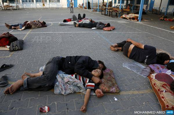 Palestinians sleep at the yard of a UN school in the northern Gaza Strip town of Beit Lahiya - Photo courtesy of 'Urgent by Gaza' Facebook page
